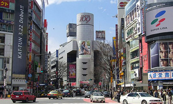 渋谷で人妻熟女と待ち合わせで不倫