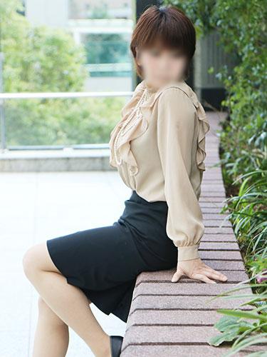 長身で巨乳のエロ熟女 奈央06